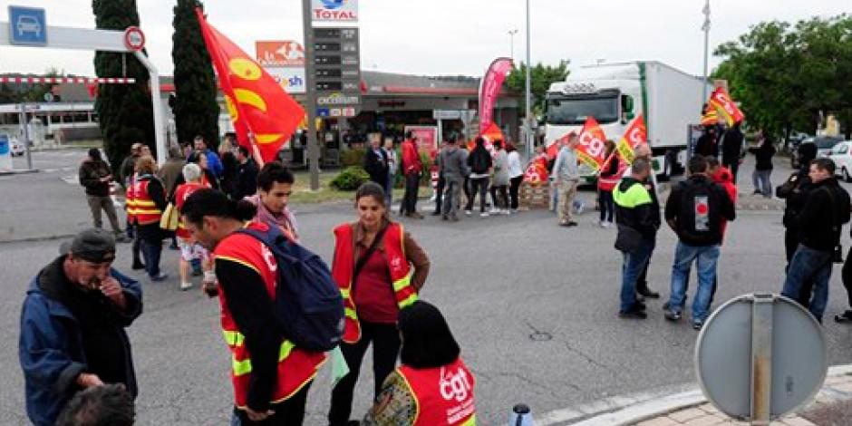 Trabajadores de aeropuertos realizan huelga en Francia