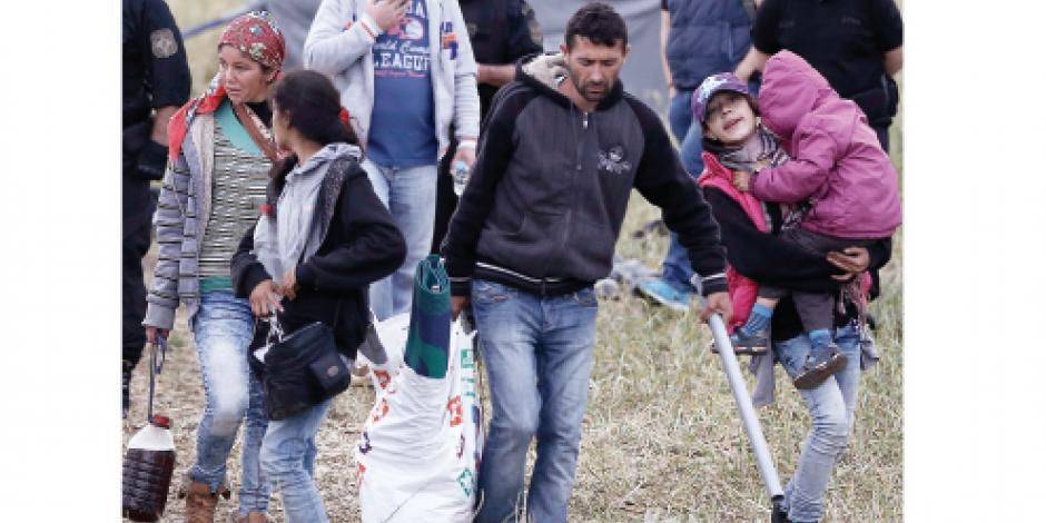 Con 700 agentes, Grecia desaloja a 2,700 refugiados de campamento