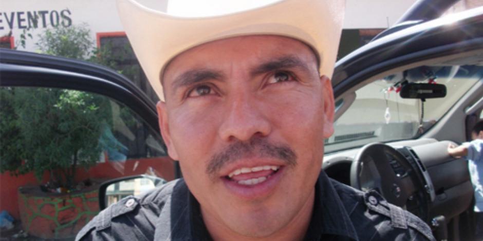 Federales detienen a ex alcalde con 400 mil pesos en efectivo