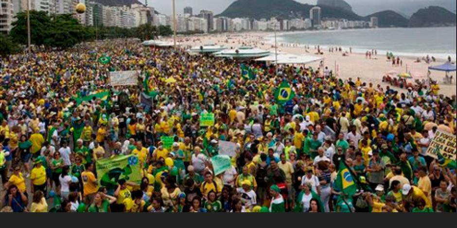 Brasileños protestan contra gobierno de Dilma Rousseff