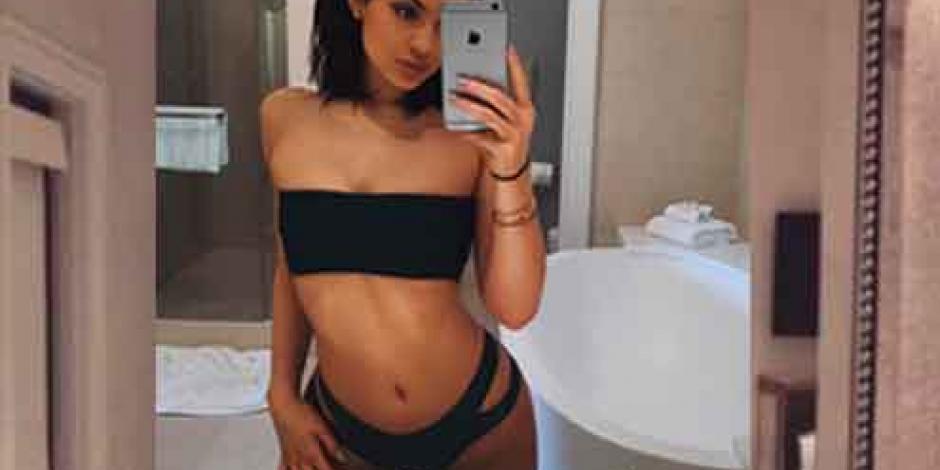 Kylie imita desnudo de su hermana Kim Kardashian
