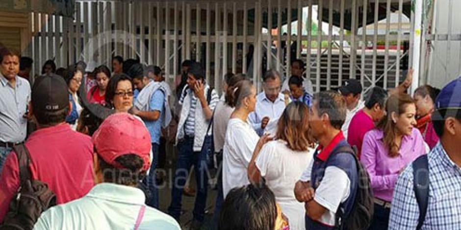 Reinstalan maestros bloqueo en oficinas del IEEPO