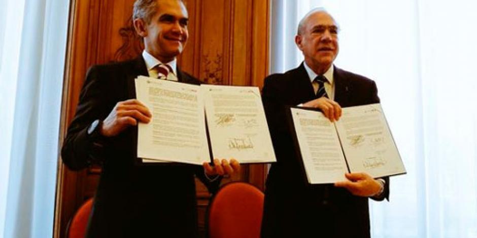Mancera firma en París convenio anticorrupción con OCDE
