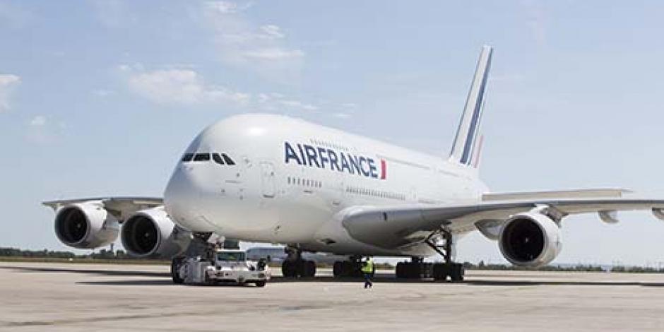 Vuelo inaugural de avión más grande del mundo parte de París a México