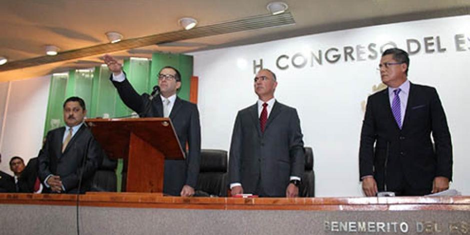 Asume Ignacio Peralta gubernatura de Colima
