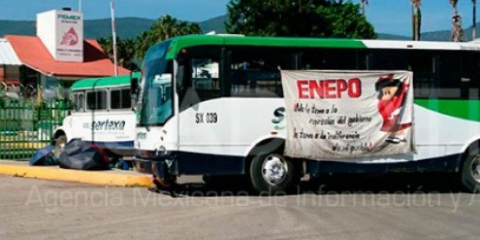 Normalistas retienen autobuses en Oaxaca