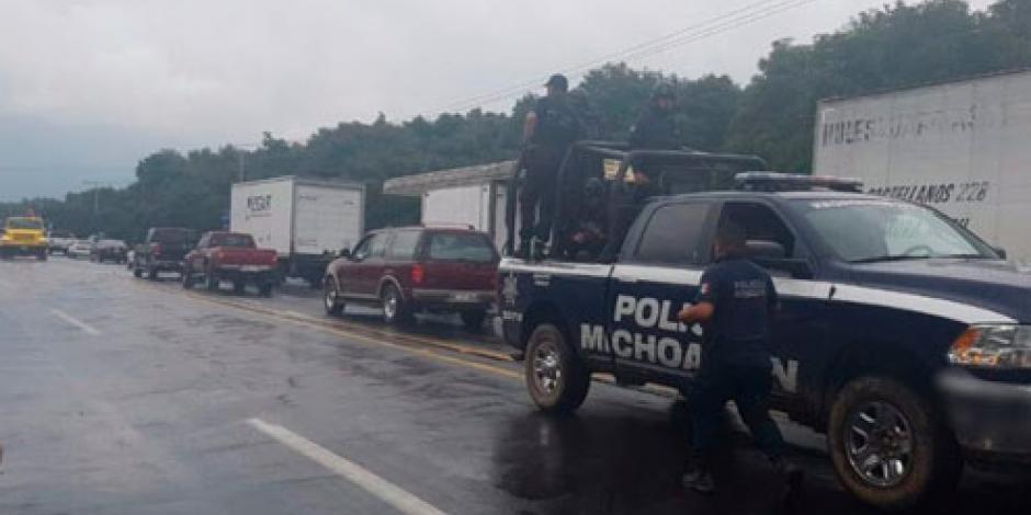 Habitantes de Uruapan liberan a 2 policías retenidos