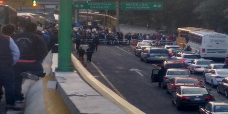 CNTE bloquea la México-Toluca