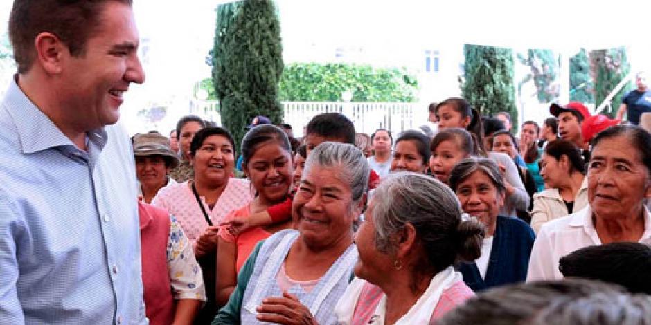 Descarta gobernador de Puebla recorte a programas sociales