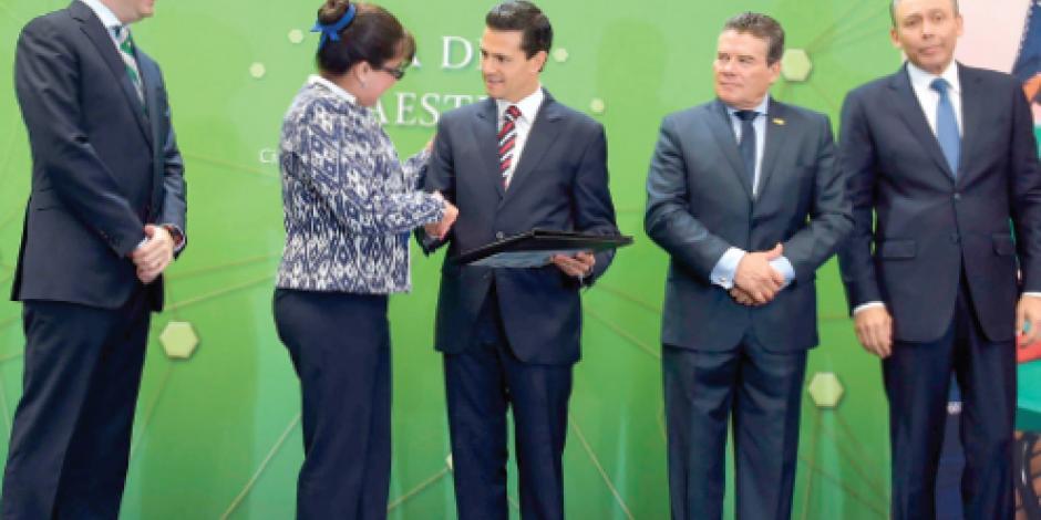 EPN reconoce entrega de docentes