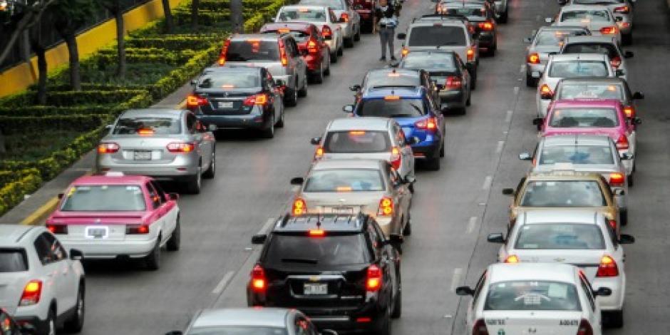 Este viernes no circulan los autos con engomado azul