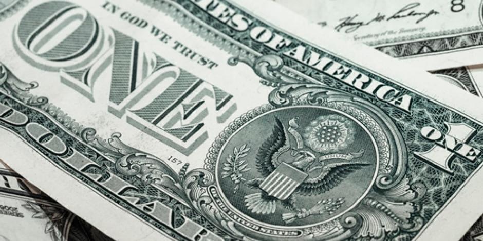 Dólar se oferta hasta en 18.98 pesos en el AICM