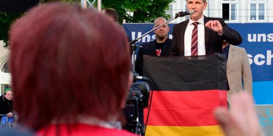 Partido alemán critica a la Iglesia; ve negocio en casos de migración