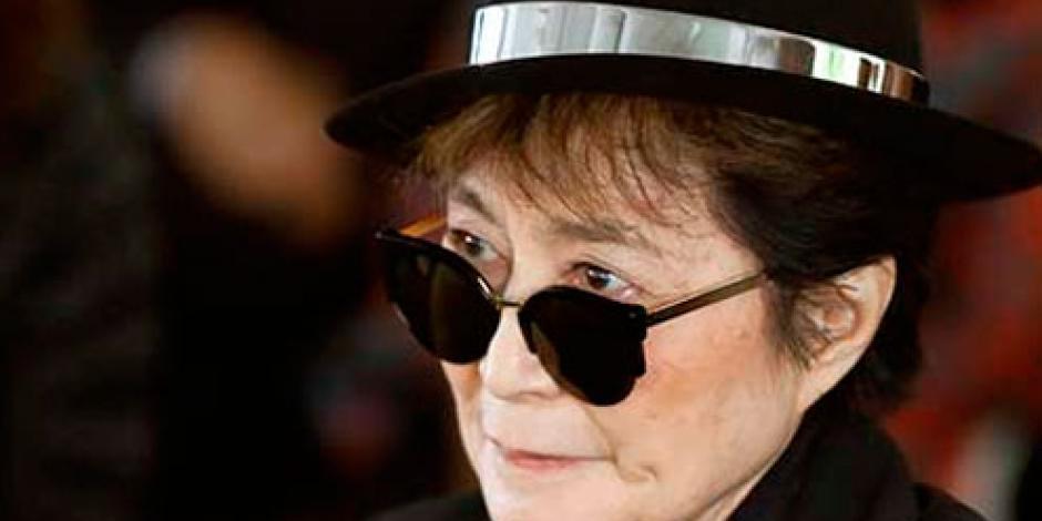 Yoko Ono llega cargada de esperanzas a México