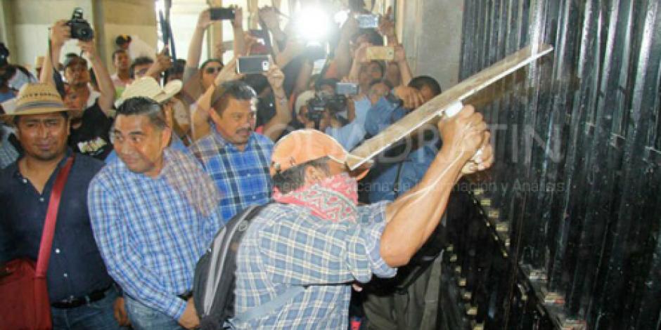 Movilización de la CNTE culminó con desmanes en Oaxaca