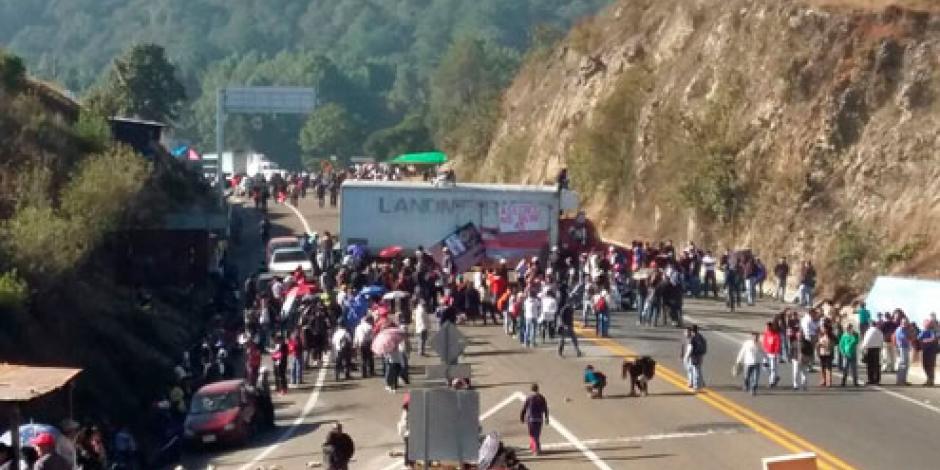 CNTE bloquea accesos carreteros en Chiapas