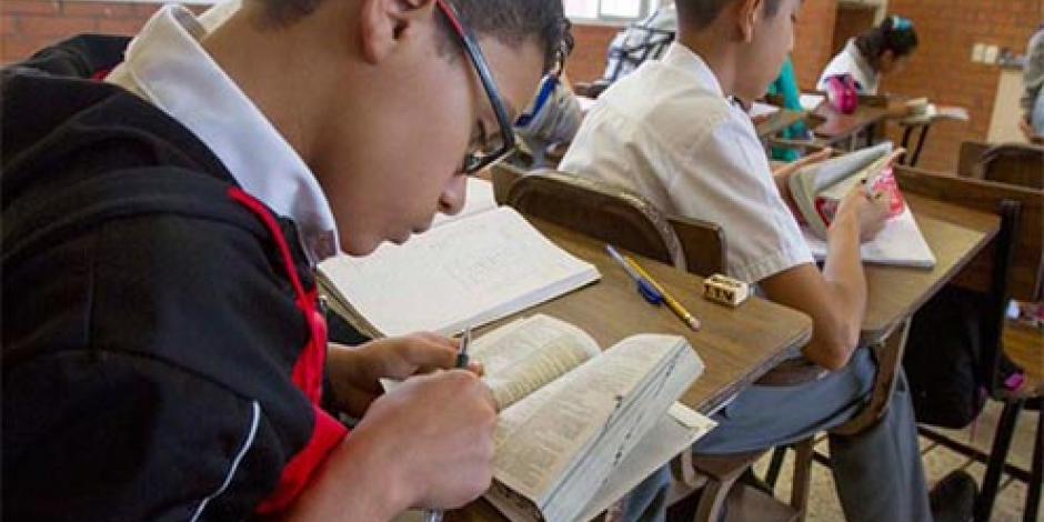Publica SEP lista de libros de secundaria