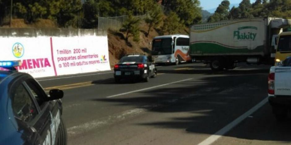 CNTE y normalistas paralizan Uruapan con bloqueos