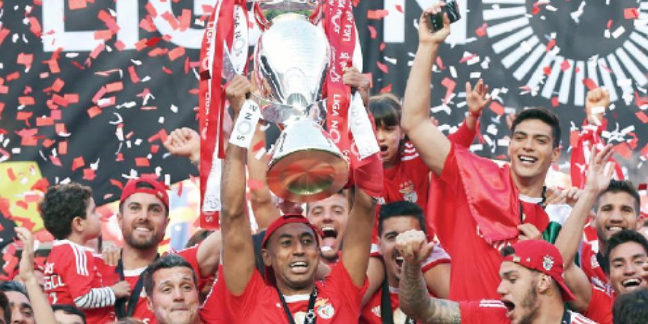 Raúl Jiménez se corona con Benfica