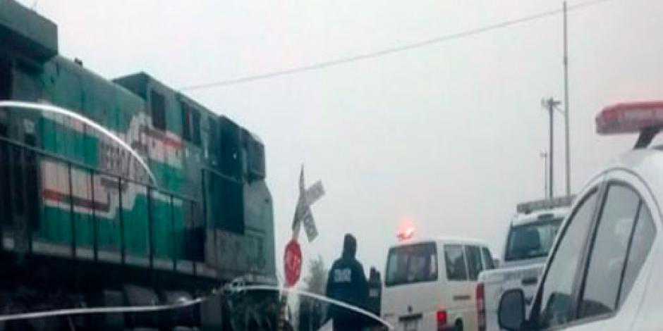 Tren impacta a combi en Tlaxcala