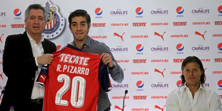 Presentan a Rodolfo Pizarro como refuerzo del Chivas