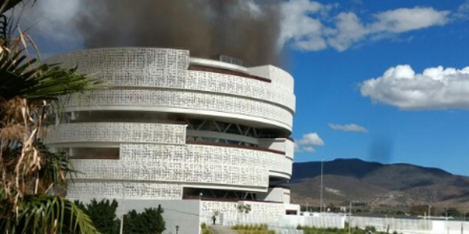 Desalojan edificio del Poder Judicial de Oaxaca por incendio
