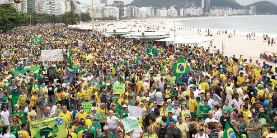 Exigen 4.5 millones de brasileños salida de Dilma y cárcel a Lula por corrupción