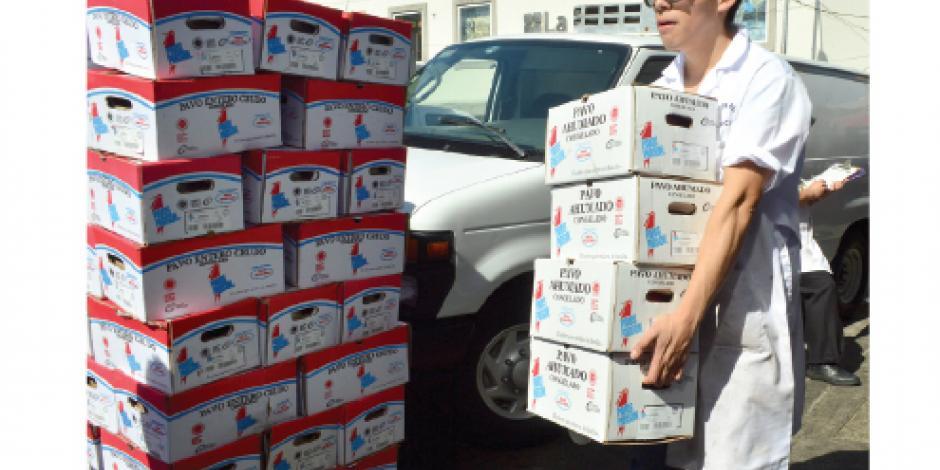 GDF regala 4 mil  pavos a familias de bajos recursos