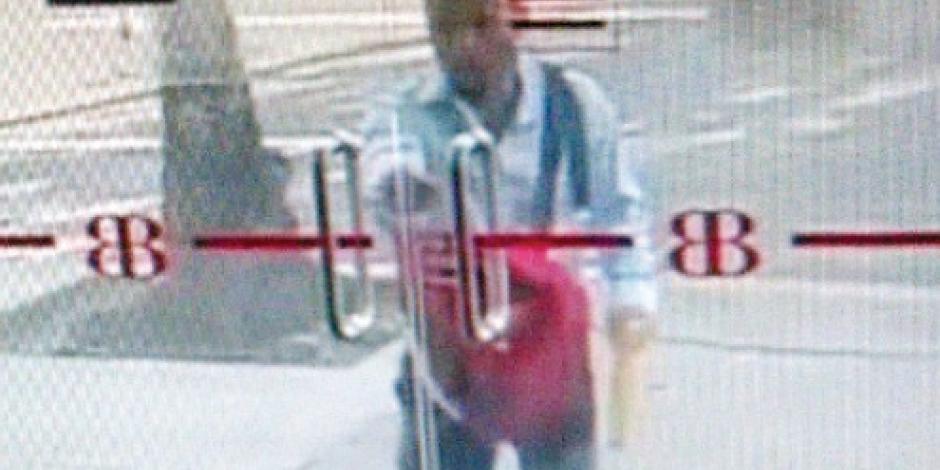 Un ladrón solitario roba $11 mil con nota intimidatoria