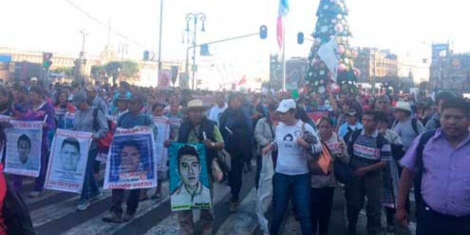 Arranca marcha por los 43 normalistas en DF
