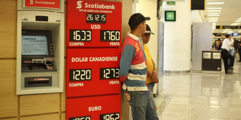 Dólar llega a 17.57 pesos a la venta en el Distrito Federal