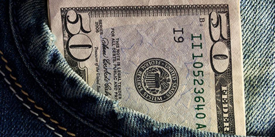 Dólar sube diez centavos y se cotiza en 17.65 pesos