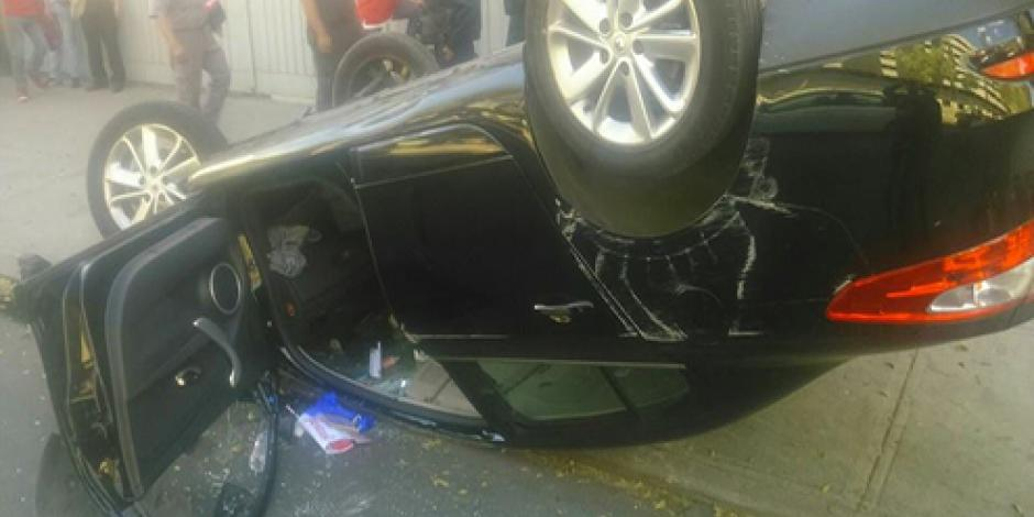 Vuelca automóvil en Insurgentes Norte; hay 3 lesionados