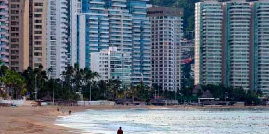 Prohibidas, casas de campaña en playas de Acapulco