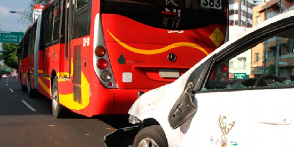 Reportan 7 lesionados por choque de Metrobús