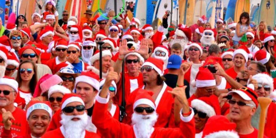 Más de 6 mil surfistas se visten de Santa Claus en Florida