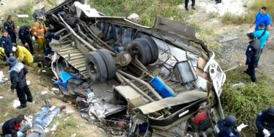 Choque entre tren y autobús deja 5 muertos en Sinaloa