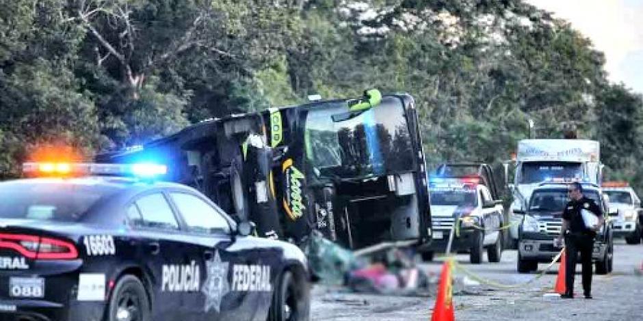 Mueren 3 personas por volcadura en QRoo