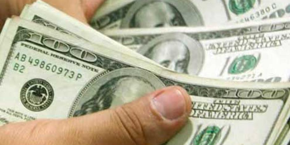 Dólar cierra en $17.55; avanza 5 centavos en bancos del DF