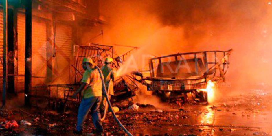 Incendio en puestos ambulantes en Oaxaca provoca daños materiales