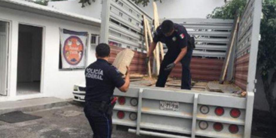 Hallan media tonelada de mariguana en camioneta en Chilpancingo