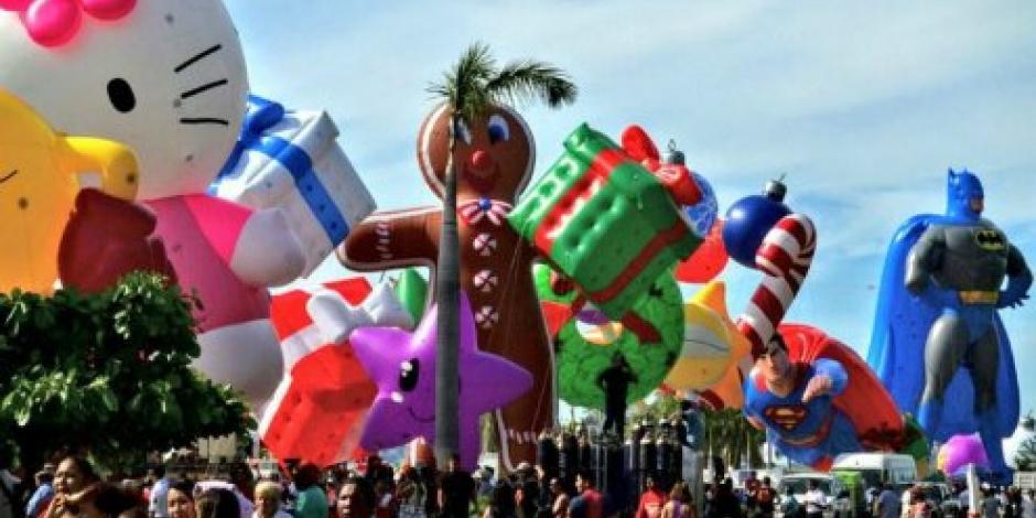 Realizan desfile de globos en Acapulco