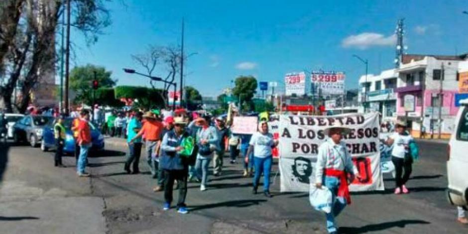 Marcha CNTE en  Michoacán; piden liberación de 30 normalistas