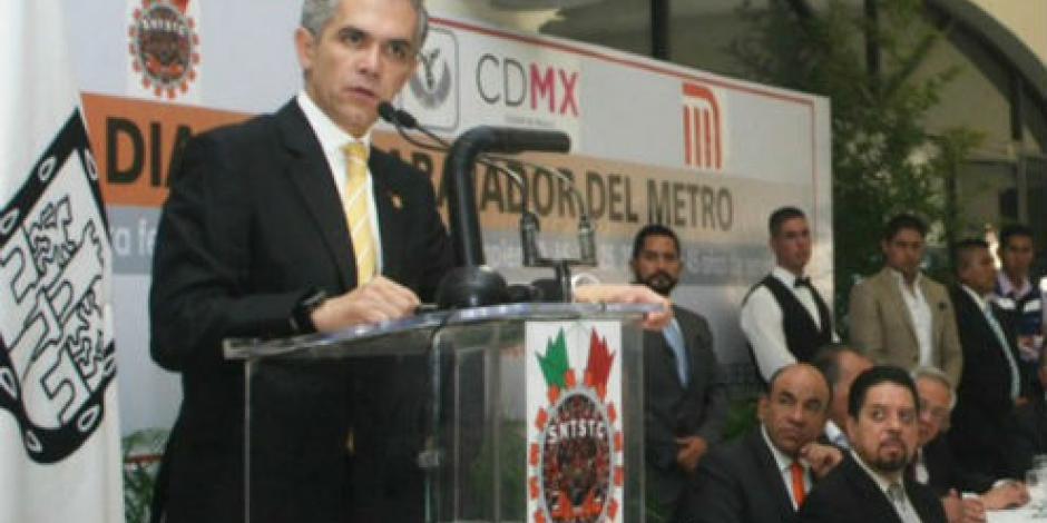 Niegan a García Luna portar condecoración de Colombia