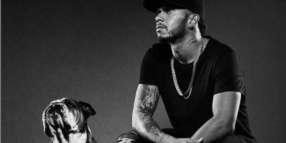 Lewis Hamilton convierte a su perro en vegano y lo critican en redes