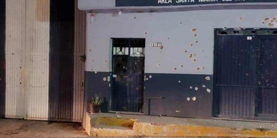 Atacan instalaciones de policía municipal en Santa María del Río.