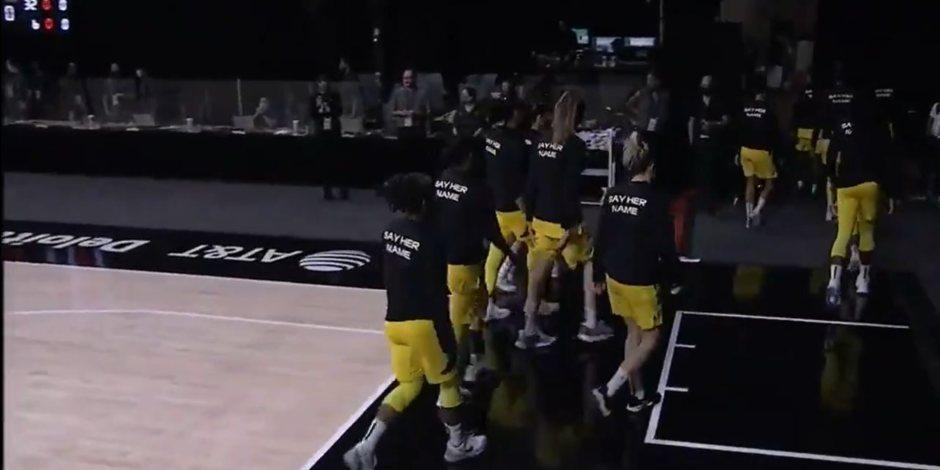 Jugadoras de la WNBA abandonan la ceremonia del himno a manera de protesta