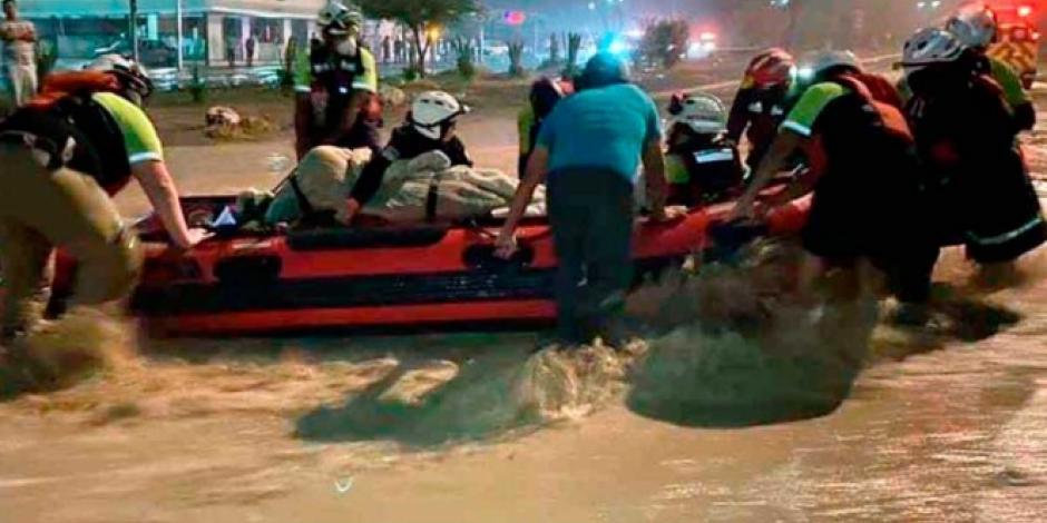 Elementos de Protección Civil realizan labores de rescate tras el paso de 'Hanna'