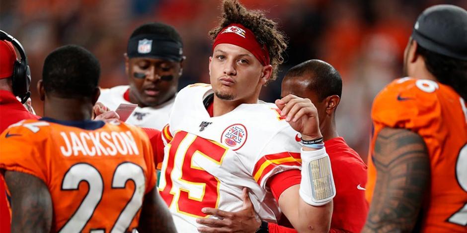 Patrick-Mahomes-Kansas-City-Jefes-Reales-NFL-MLB-Grandes-Ligas-Futbol-Americano