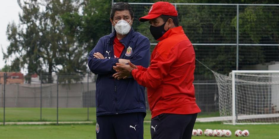 Luis-Fernando-Tena-Chivas-Liga-MX-Entrenamiento-Guard1anes-2020